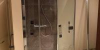 Dusche-Trennwand-Bodenbuendig